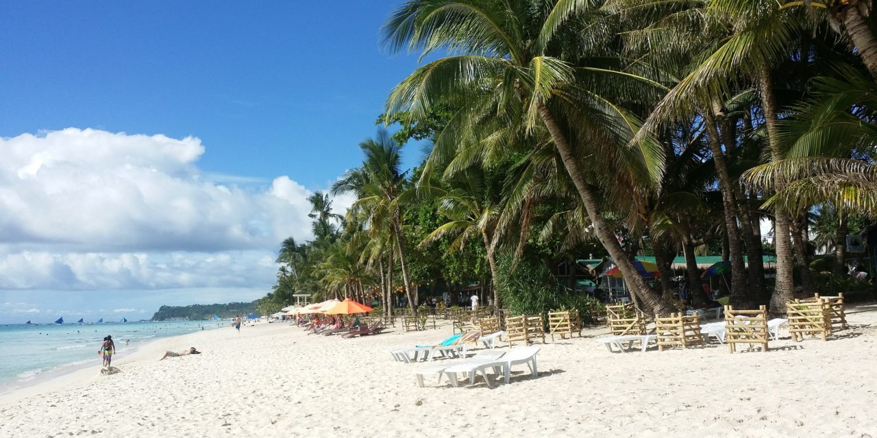 https://eyecom-travel.com/wp-content/uploads/2018/09/boracay-2065643_1920-1280x640.jpg
